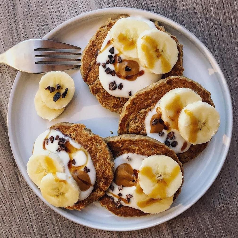 Recette de Pancakes protéinés à la banane et aux flocons d'avoine