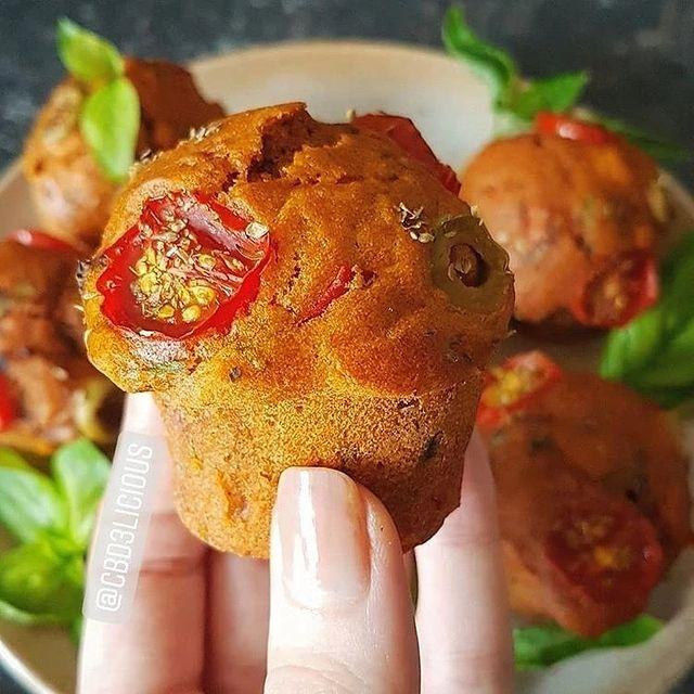 Mini muffins aux tomates cerises et aux olives